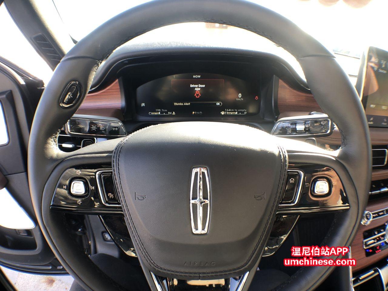 capital lincoln winnipeg 2020 aviator steering wheel.jpg
